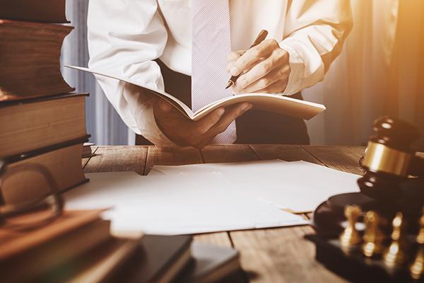 Trouver et comparer les notaires pour un testament fiduciaire